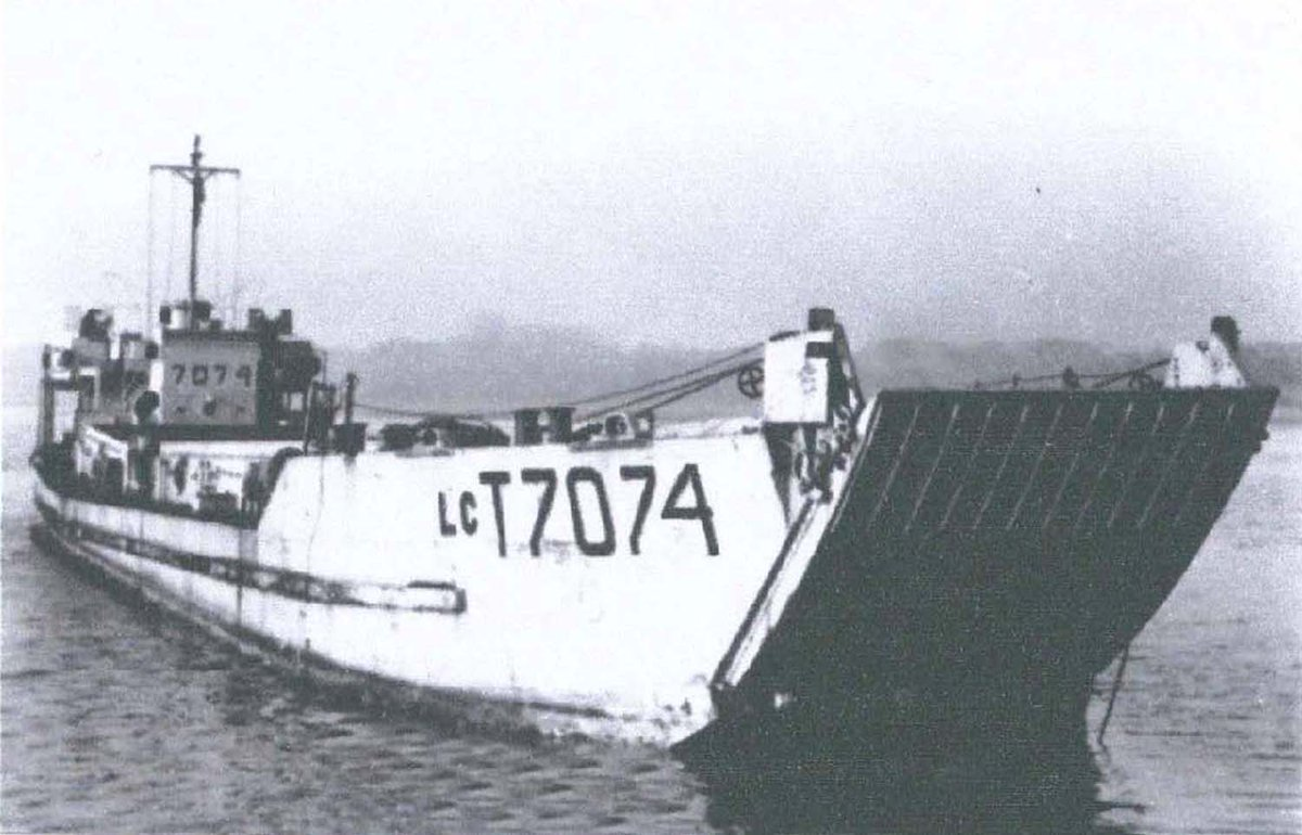 A Landing Craft from 1944 has made her final journey by sea into #Portsmouth and is ready to be installed as the main attraction at the #DDay Story museum in Southsea. 📎 Find out more: ow.ly/wNYB50B7rxE