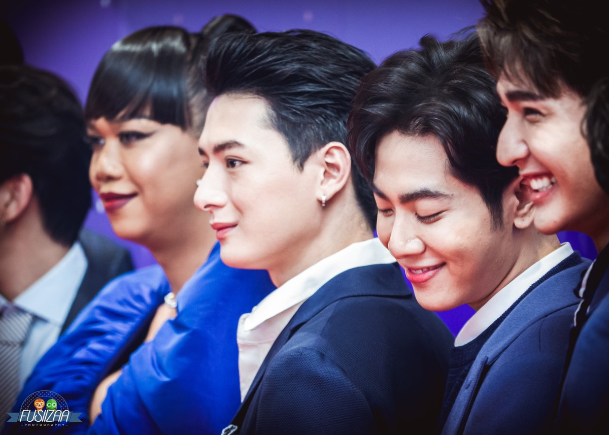 RT @FUSiiZAA: Among all the stars.. I still see only you 🙂  #KristPerawat  #KazzAwards2020 https://t.co/Uire2PeY7c