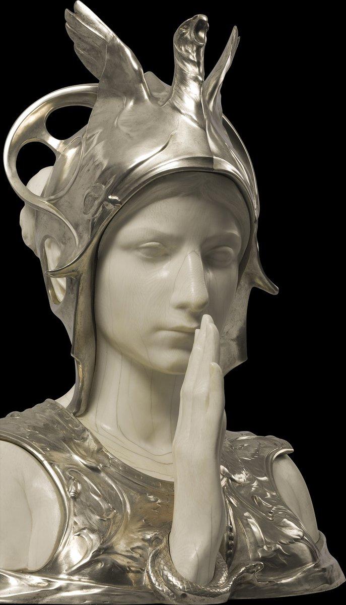 """On commence la journée avec le """"Sphinx Mystérieux"""" du sculpteur belge Charles Van der Stappen (1843-1910).   Il est actuellement exposé au @ArtHistoryBRU, le musée Art et Histoire à Bruxelles.  https://t.co/vwQgDOJFVw https://t.co/bPYuXudUu5"""