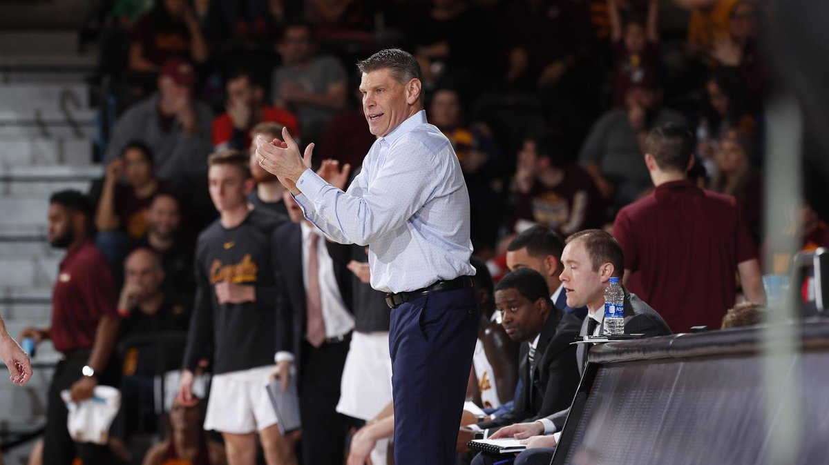 Help us wish a Happy Birthday to our own Coach @PorterMoser! 🎂🎁🎉 #OnwardLU #MVCHoops https://t.co/SU1nGSXeqe