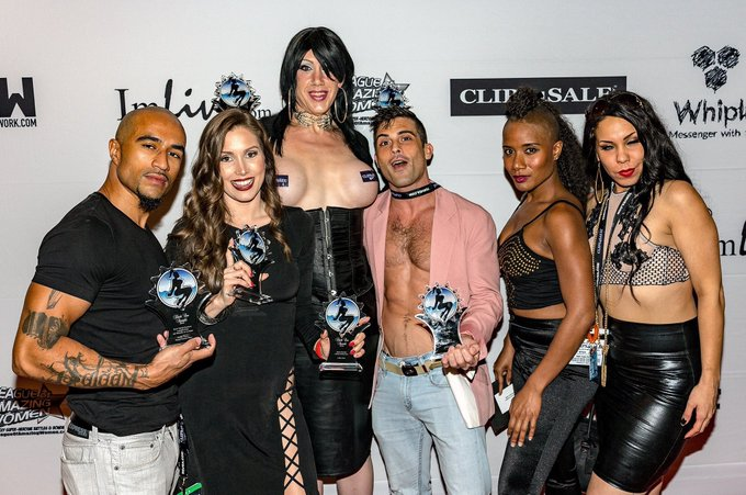 ✨That night we won awards for the sex✨ https://t.co/QbcIv1omDG