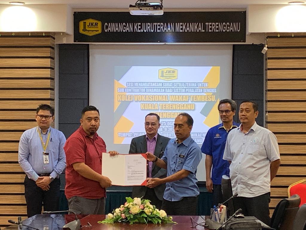 Jkr Caw Kej Mekanikal On Twitter 25 8 2020 Majlis Menandatangani Sst Sistem Peralatan Bengkel Untuk Kolej Vokasional Wakaf Tembesu Kuala Terengganu Terengganu Yang Ditandatangani Oleh Ybrs Jd Kuala Terengganu Kontraktor Utama Dan