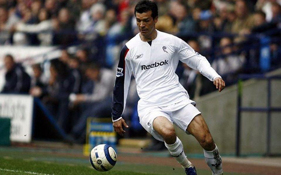 """⚽️Un día como hoy, pero del 2005, @borgetti58 debutó con el Bolton Wanderers en la Premier League  🇲🇽El """"Zorro del Desierto"""" fue el primer mexicano en jugar en la Premier League  📌Marcó 7 goles en los cuatro torneos que jugó: Liga, EFL Cup, FA Cup y Europa League  #PDS #Borgetti https://t.co/E6x9sKov0o"""