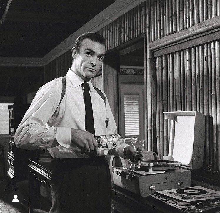 ** Sean Connery - Page 4 EgP0yrVXgAAsi81?format=jpg&name=900x900