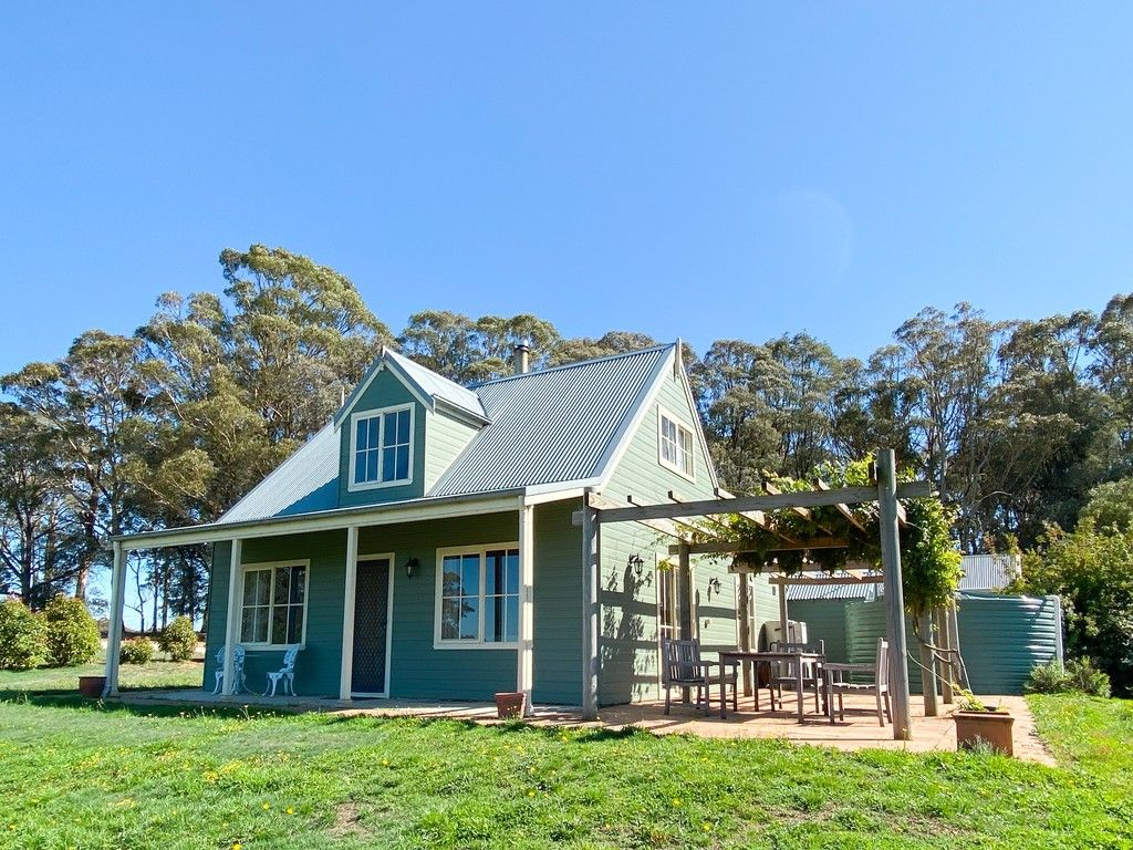 """LOWRY'S GATE - Off Grid Rural Perfection"" -  Visit: https://t.co/Kdk6EQF5aE  A spectacular rural holding of 66 acres with a charming fully off grid home, pasture improved paddocks, excellent soils and high altitude. #NewSouthWales #BlackSprings #ForSale #Farmproperty #RealEstate https://t.co/zZpKINOYE7"
