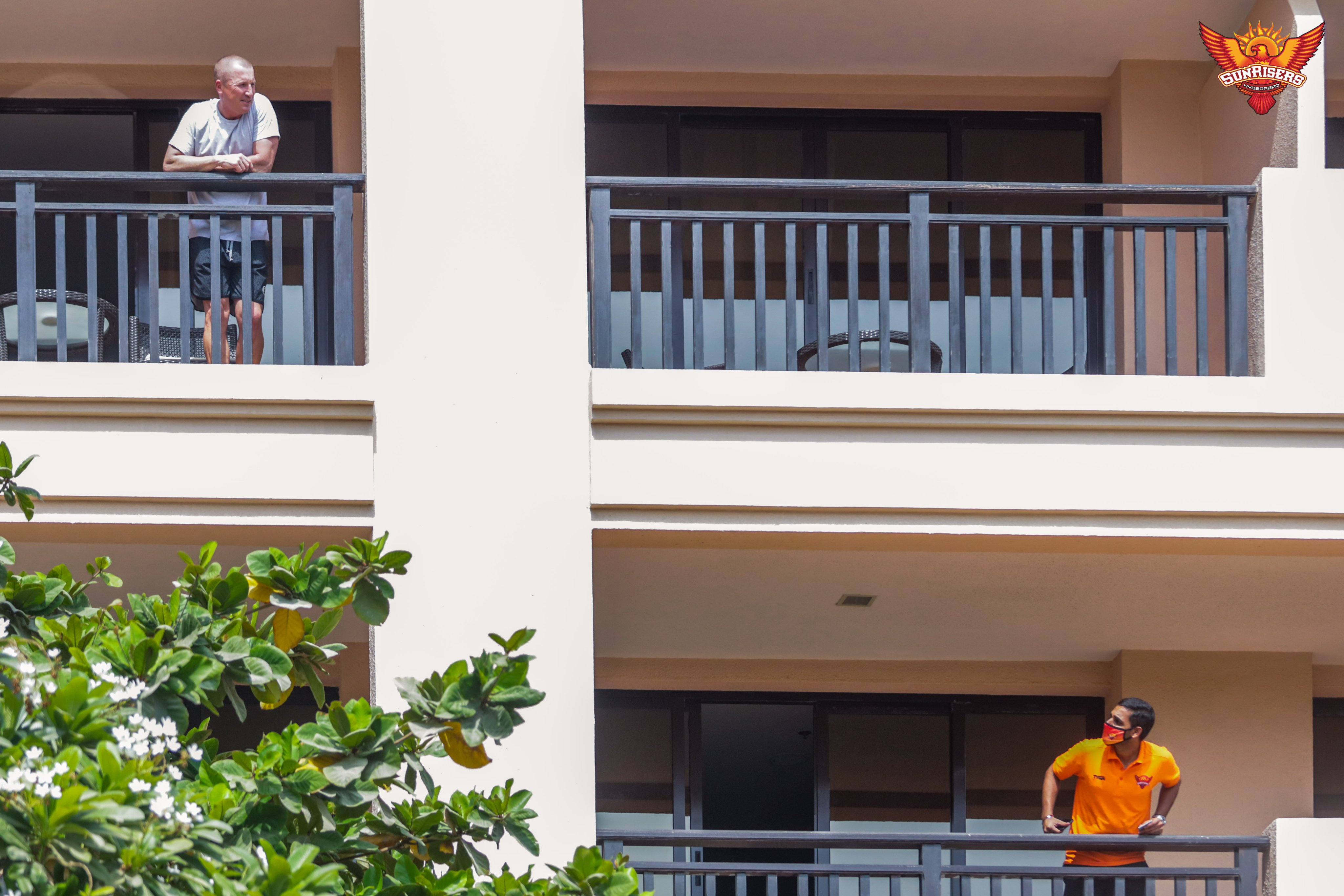 Bhuvaneshwar Kumar and Brad Haddin talk to each other from their balconies while in quarantine. (Credits: Twitter/ Sunrisers Hyderabad)