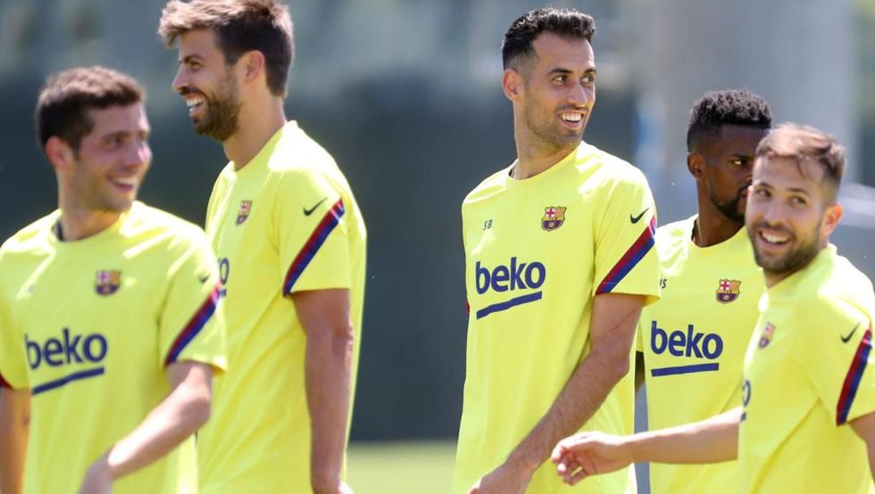 """barcacentre on Twitter: """"Barcelona will ask Piqué, Busquets, Alba and  Roberto to review their contract at the club due to the difficult financial  situation the club are facing. [md]… https://t.co/T3V6VOZxOF"""""""