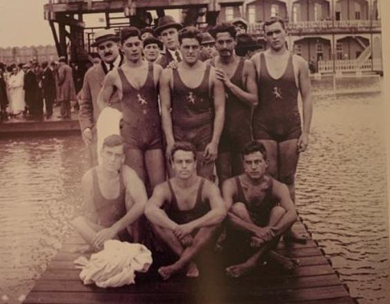 💯100 años del primer partido olímpico de la selección española  🔙En agosto de 1920 se disputó un España-Italia con el agua a 12º. Era el inicio del idilio de nuestro waterpolo con los Juegos  https://t.co/HatJwT1AoU https://t.co/dVytgP6ngz