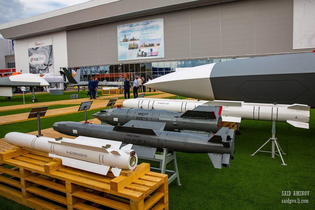"Rob Lee على تويتر: ""The Grom UCAV with Izdeliye 85, KAB-250-LG-E, KAB-500S-E, and X-38MLE munitions. 113/ https://t.co/lLVWfAZuLx… """