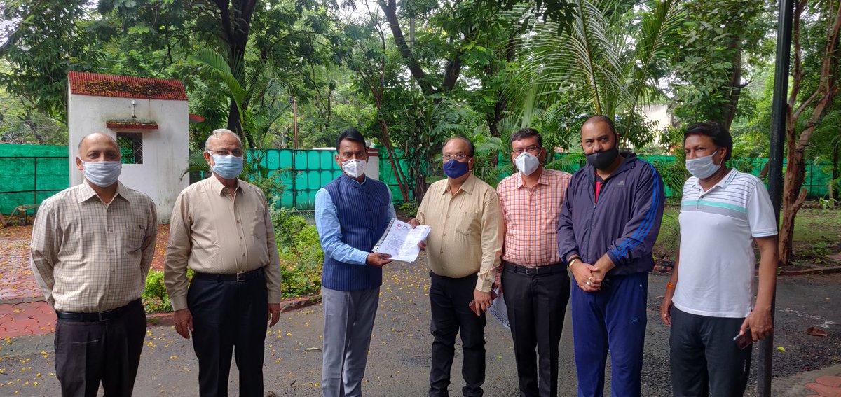 @lubindia members given memorandum to Cabinet Minister Shri TulsiRam Ji Silawat @tulsi_silawat regarding formation of Pharma Park in Indore for MSME @CMMadhyaPradesh , He assured to take this demand with Health Minister of State @DrPRChoudhary @Pharmadept https://t.co/XmI0xSbATX