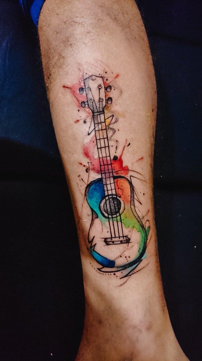 ¡Aquí les va el nuevo! 😬 Gracias a William Miranda, trabajo súper bueno!! Desde la creación del foro de La Descarga hasta hacerlo en la piel! Gracias bro! 👊🏻una combinación de colores con degradados de BlackWork  #tattoo #ink #colors #tatuaje #tattooed #inked #ukele #uketattoo https://t.co/ARNKdkiioI
