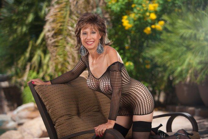 Happy Titty Tuesday my nipple loving friends! #MILF #Blowjob @MilfTotal @MilfsandMoms_WW @Nigeymartin