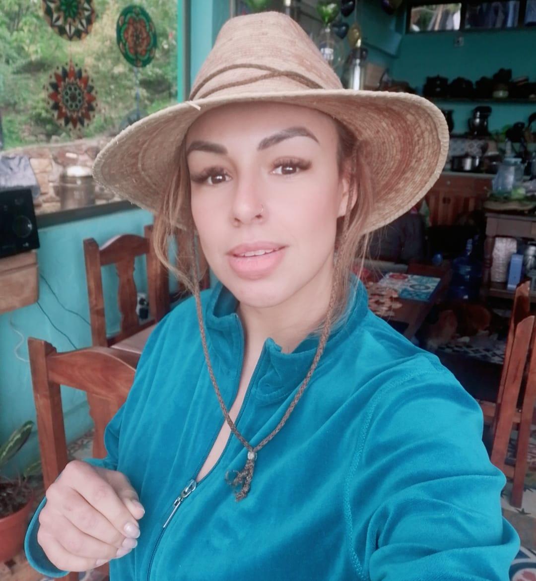 Todo es energía ⚡. Ella comienza en tus pensamientos. Tus emociones la amplifican y tus actos aumentan su momentum.  Tu energía define quien eres.  ¡Cuida tu energía!  🔝 https://t.co/gIRb4SWAWm  #Maía #maia #Colombia #laniñabonitadelasalsa #salsa https://t.co/coTuWLL9S4
