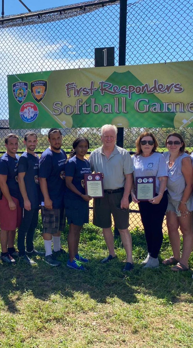 Thank you to @RockawayNassau, @NYPD101Pct, #QueensHatzolah, #HatzolahRockaways, Howie Kafka & Menache Friedman for organizing a softball game in honor of @USArmy veteran and fallen Inspector Justin Lenz.   #fallenfinest  @NYPD_PRODEV https://t.co/py5BfZTAJS