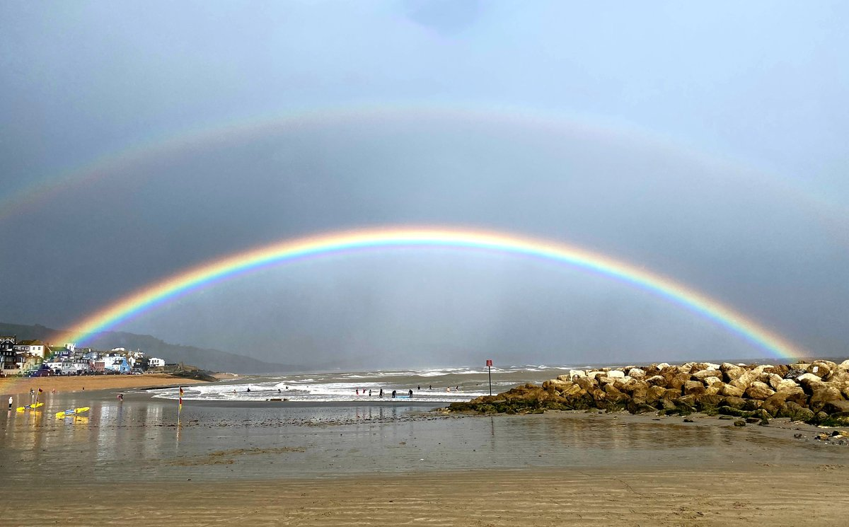 Spectacular double rainbow viewed from the sandy beach this afternoonRainbow Thanks to Ashley Caswell for capturing this great photo. #lymeregis #rainbow #dorset #beautiful https://t.co/PU03SZBXJ0