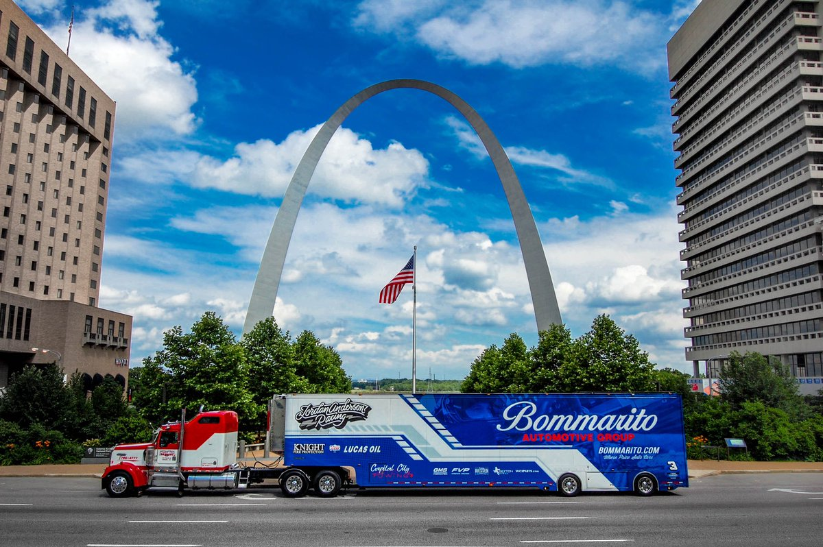 It's race week in STL!! 🏁🏁 https://t.co/LGnzXumajR