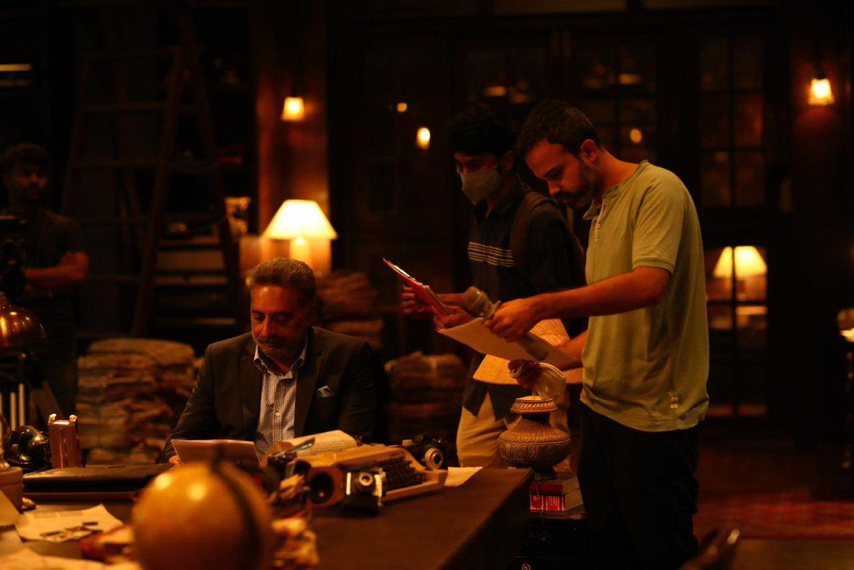 Movie calibrated in a monstrous set, KGF Chapter 2 resumes shoot. Multilingual actor @prakashraaj hops onboard.  #KGFChapter2 https://t.co/UUCV1oQDl1