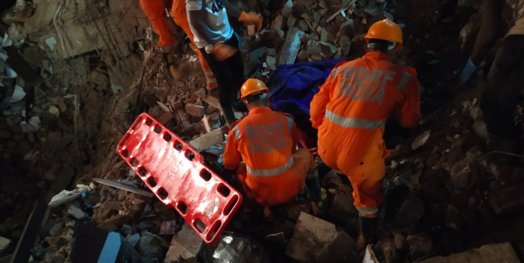 #Maharashtra | Death toll rises to 15 in the building collapse incident in Raigad. Rescue operation is still underway. https://t.co/TsqMVLscpg