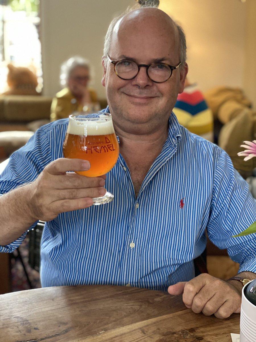 Gisteren dronk ik met kantoorgenote  een biertje in etablissement In De Kazerne