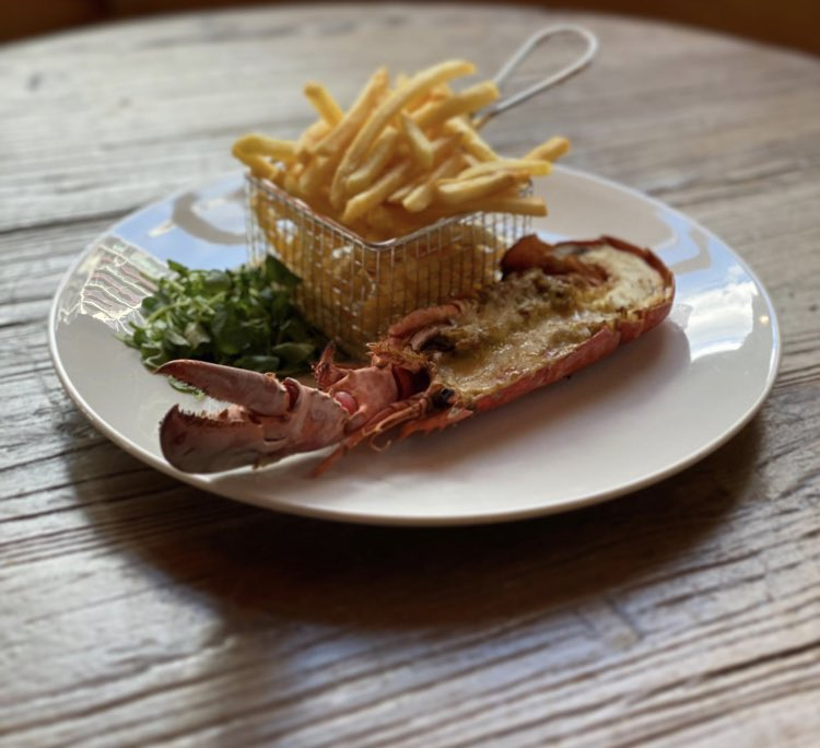 Last day of the week for #eatouttohelpout up to £10pp discount on ALL soft drinks and food, including our lobster specials! Book now for you spot! #yourlocal #community #nineelms https://t.co/jXjx89jGGj