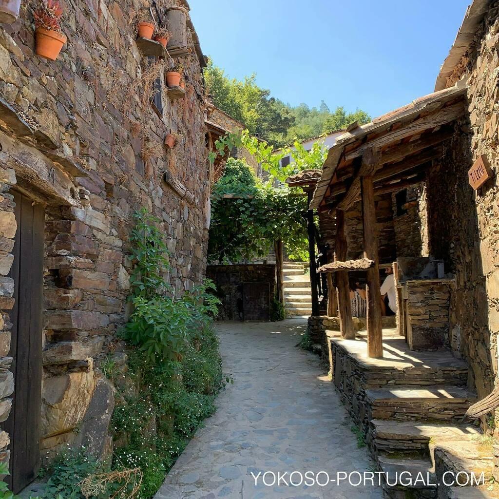 test ツイッターメディア - ポルトガル中部の山麓には、Xisto (片岩) で作られたかわいらしい家建つ村が、27村存在しています。 #aldeiasdexisto #ポルトガル https://t.co/QLMYkWUBg1