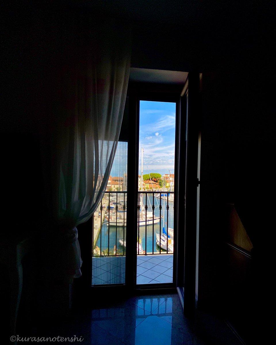 A glimpse of the old port...  #panorama #partialview #glimpse #oldport #porto #barcheavela #barche #terrazzosulporto #scorcio #colorfulhouses #casecolorate #sailboat https://t.co/X7oaqOuELi