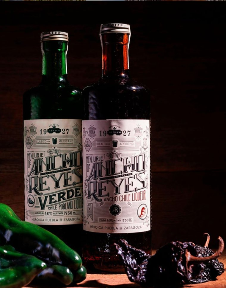 Cultivated in the volcano-enriched soils of Puebla, each @anchoreyes  expression has a distinct flavor profile.   For Ancho Reyes Original, the dried chiles develop a rich, smoky, and fiery flavor. While the Ancho Reyes Verde expresses a bright, crisp, and fresh heat. https://t.co/enPDW7SguN
