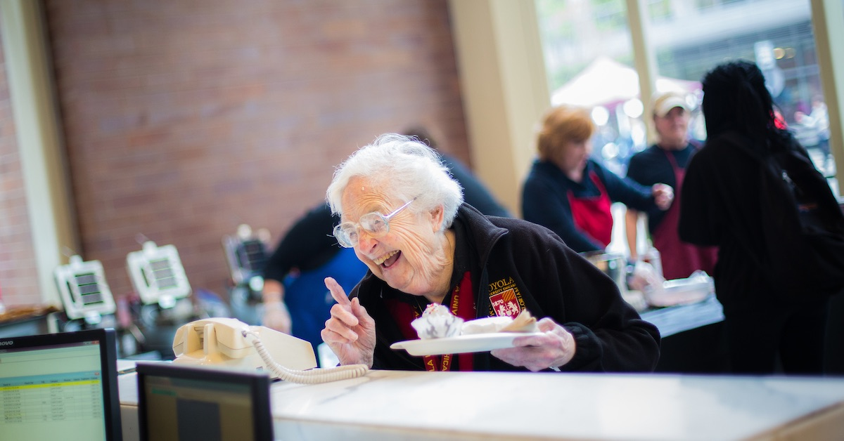TODAY at noon, #LoyolaChicago will celebrate a Mass of Gratitude for #SisterJean Dolores Schmidt, B.V.M. in honor of her 101st birthday.    The Mass will be live streamed from Madonna della Strada Chapel, and may be viewed on Facebook Live.   https://t.co/G0UzR41MbF https://t.co/yFC70ZwJhi