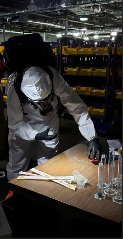 #FBI Boston's Hazardous Evidence Response Team (HERT) joined @MassDFS Hazmat Team and the @TheNationsFirst @RINationalGuard civil support teams in an inter-agency training to sharpen their skills in preparation for a real-life incident response to suspected weaponized anthrax. https://t.co/QjD06qGBVP