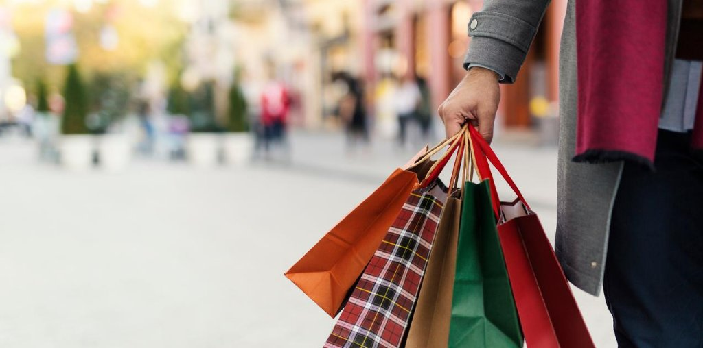 """Holiday Shopping During COVID: What Should Main Streets Expect? by @NatlMainStreet: https://t.co/lnHrqKlS7w. """"Retailers AND place managers will need to be even more creative as they seek to attract shoppers back."""" #WeAreMainStreet #MAinStreetForward #NMEcon #NMMainStreet https://t.co/mFDGQSuINU"""