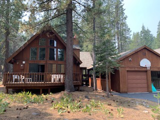 #newlisting in #TahoeDonner     Furnished 3 bed / 2 ba with 2 Car Garage on Tyrol    Available September 1 for 12-month lease, $2900/mo.     #linkinbio #TahoeLiving #TruckeeDonner #mountainlife #landinglocals https://t.co/RqCvI6Aezd