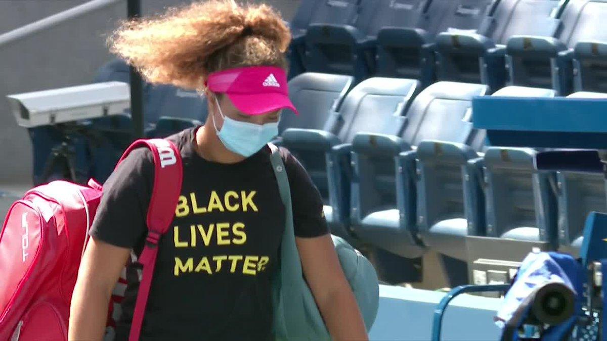 🇺🇸 teenager Katrina Scott walks onto the court wearing a Black Lives Matter shirt. https://t.co/r7TBiD1doy