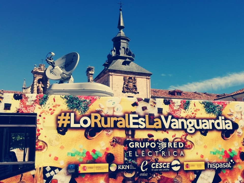 El autobús de la repoblación pone lo rural de vanguardia por los pueblos de la #EspañaVaciada. #esMONTAÑAS #PresuraTV #Presura2020 #LoRuralEsVanguardia  https://t.co/OI0kJgkj2g https://t.co/rk61G2mDV7