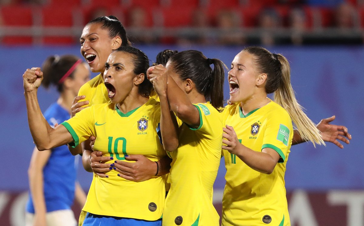 🎩 Hats off to @CBF_Futebol 🇧🇷  🆙 Not only has it put @DudaLuizelli & @PelleAline in major roles within Brazilian women's football, but it has announced that female & male players will be paid the same while on international duty 👏  👉 https://t.co/zuxkOYR7Uz https://t.co/Ev6oohYM5o