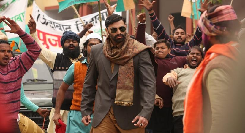After having played Tangaballi in the 2013 SRK-starrer '#ChennaiExpress', #NikitinDheer (@nikitindheer) has left a strong mark in his first #webseries  https://t.co/6nQXFXFNAx https://t.co/pQqMGz7Vdq