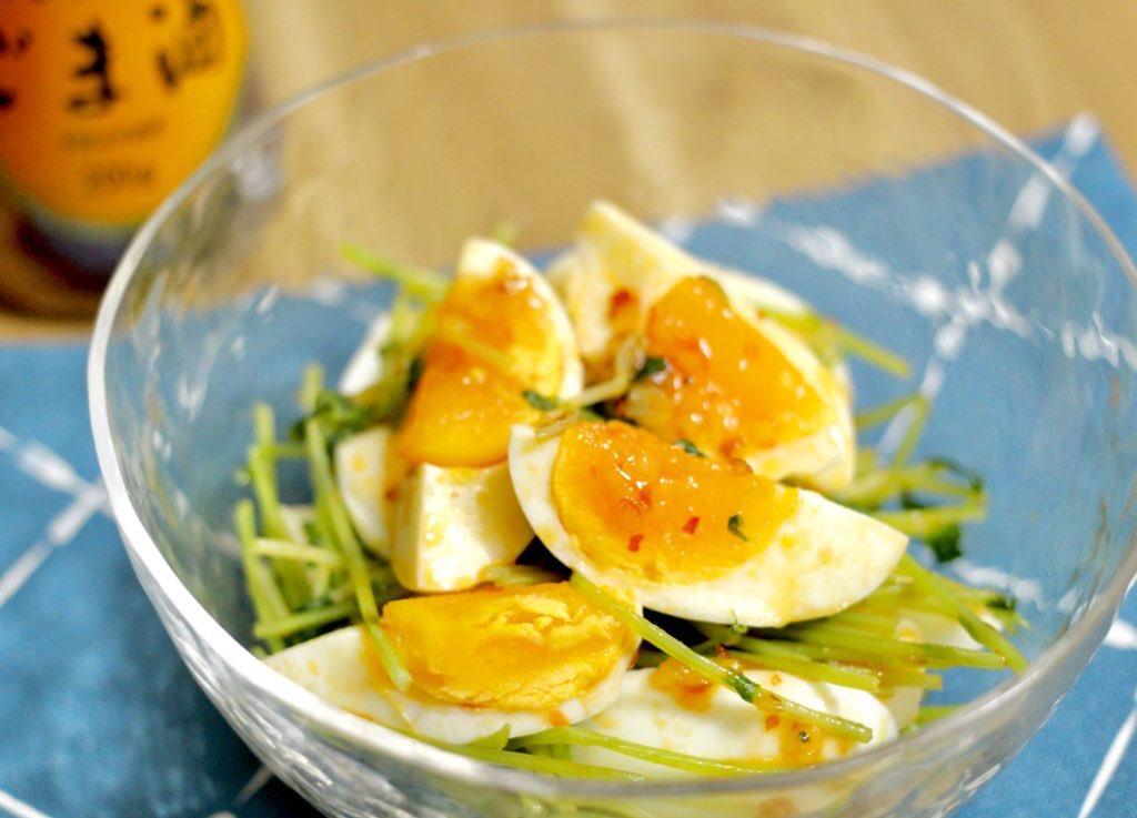 たまご好きの皆さん… ゆで卵をナムルにするのです…  材料を和えるだけで 立派な🍚泥棒の誕生です✨  野菜は好きなものでオッケー👌  #純正ごま油濃口 https://t.co/2StAmU7BSI