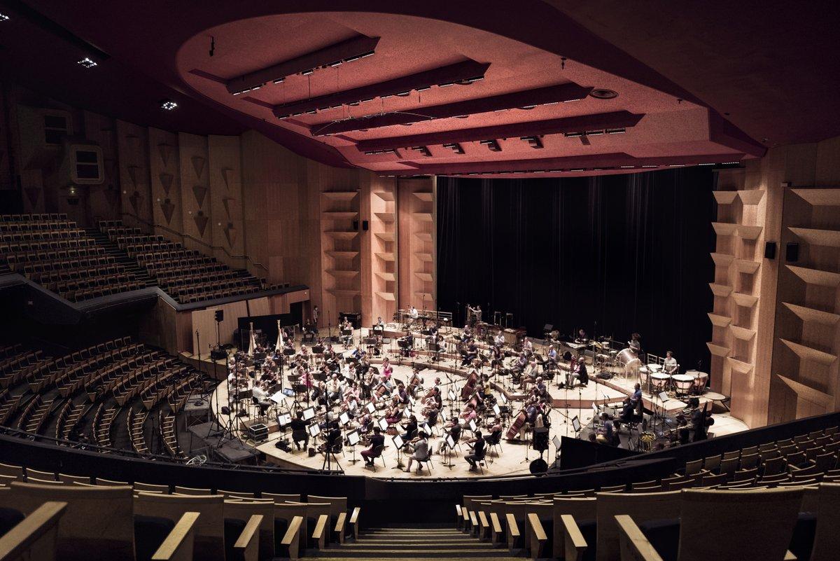 On a bouclé la musique de #KV1, avec le magnifique Orchestre National de Lyon dirigé par F. Strobel, composée et orchestrée par votre serviteur et bientôt dispo chez Deutsche Grammophon.  Hâte d'être au 25 nov. pour vous balancer ça potentiomètres à bloc.  photos: Fred Mortagne https://t.co/lHnta5JmC8