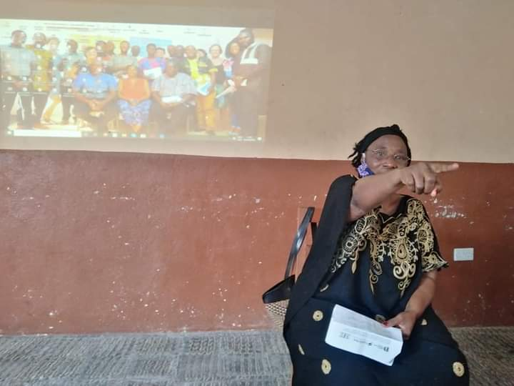 """INSPIRING: """"In the fight to end #sexualviolence against girls, we are stepping on many toes but we'll not apologise. We'll aggressively pursue perpetrators & their accomplices""""  @HannahYambasu, @ D #ProtektWiGalPikinDem project launch event in #Kenema, 3rd/09/2020. @equalitynow https://t.co/28aG37XXar"""