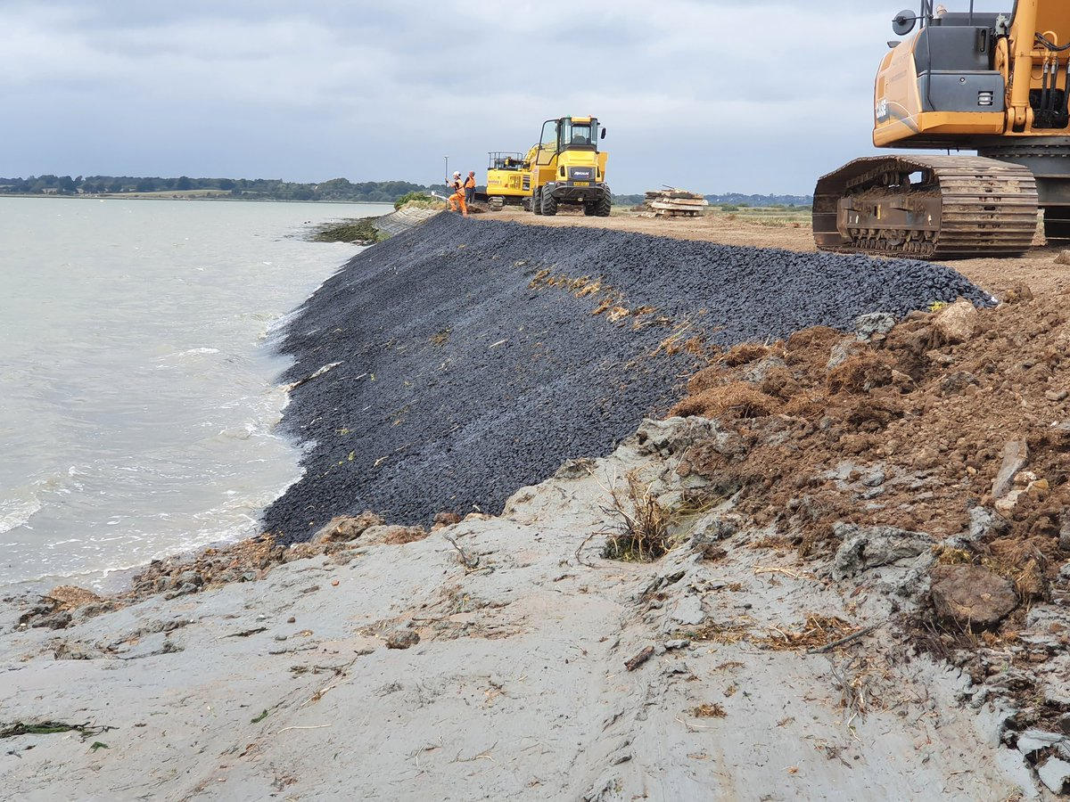 Seawall strengthening works completed at Brightlingsea.  On to Tollesbury next.@jnbentley @EnvAgencyAnglia https://t.co/npOdg7U0VD