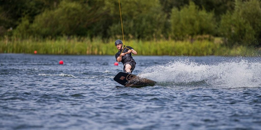 Book in for one of our 2-hour Wakeboarding sessions 🌊  These sessions are for competent riders and take place on weekends as well as Wednesday and Thursday afternoons.   Book Here ⬇️ https://t.co/WP1g9ntG9M https://t.co/fxCliwugsC
