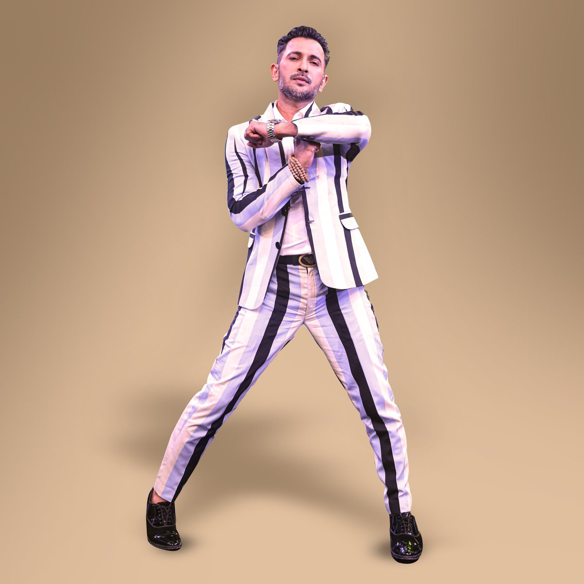 1920's vintage stripped suit with a Twist!  . . . . . . . . @SonyTV #IndiasBestDancer #IBDOnceMore #IBDReturns #IBD #danceshow https://t.co/H43WDKjekX