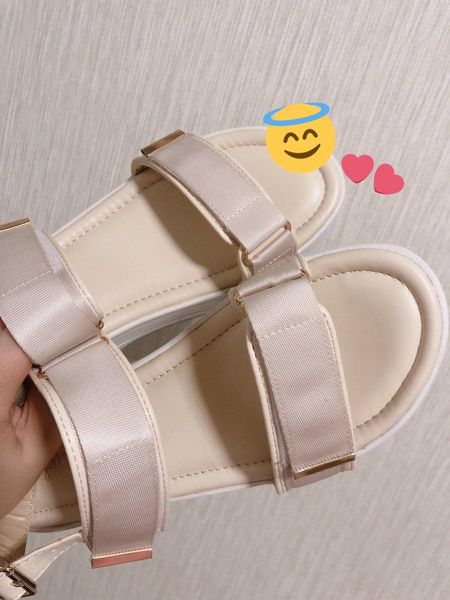 今日の購入品☺︎しまコレ限定色のサンダル、値下げ価格でゲット(๑・∀・๑)前々から展示されてるなぁとは思ってたんだけど、今日行ったらマネキンも履いてなくて…靴コーナーを見たら売ってて、値下げされてたので購入しました😊♡#しまパト#プチプラのあや#あやらーさんと繋がりたい