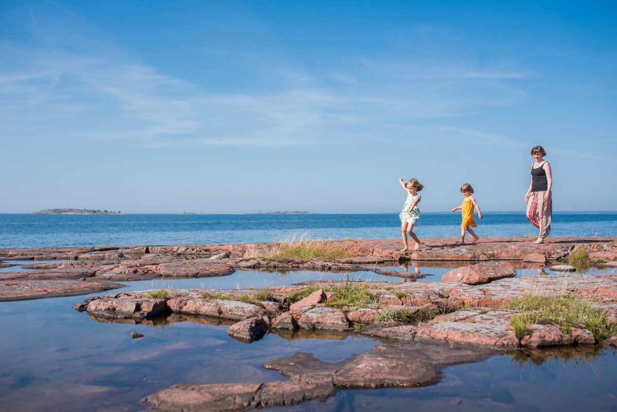 Happy #BalticSeaDay! 🌊 For us Ålanders, living surrounded by the sea, it's important to take care of the #environment and keep the #sea clean. Watch our video and read more about what is being done to make the #Åland islands even more sustainable: https://t.co/8oGffmjJVj. https://t.co/3313vTO2G0