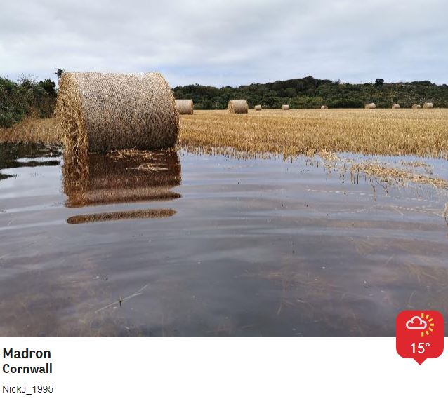 Flooded fields in Cornwall and flooded roads in many other parts of the south west too, the heavy rain is now clearing Somerset and Dorset moving eastwards, but it will be followed by some heavy showers tonight and tomorrow  https://t.co/e2qfi68b1z https://t.co/VZp4L0YL9t