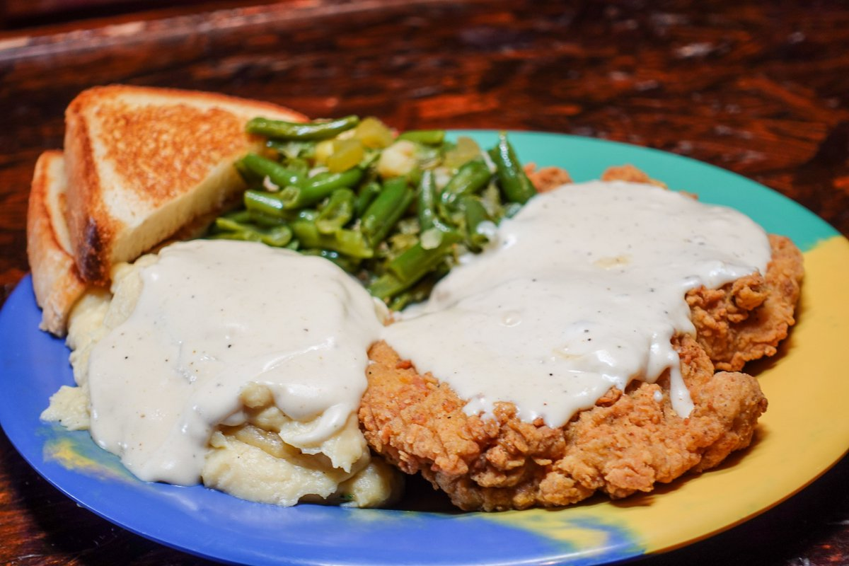 We've got you kovered for lunch with today's Lunch Special: Chikin Fried Chikin, mashed potatoes w/ kountry gravy, green beans, and TX toast.  Dine-in or order online at https://t.co/Q6E08u00tF #thebreakfastklub #lunch #instafood #supportsmallbusiness #supportblackbusiness https://t.co/uIctPTl3nF