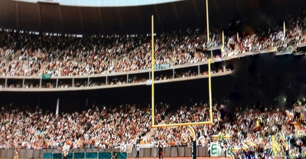 """Notice anything missing from this shot?  Can you imagine """"Invincible"""" without Vince Papale? As the #GPFO has lost its funding, we are trying to raise $200,000 to keep #PhillyFilm alive. To help continue this legacy visit https://t.co/0DlSJkWiyA and share to #SavePhillyFilm https://t.co/bGbRbqCQxt"""