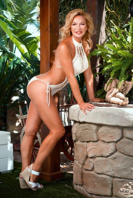 Quien pudiera pensar que tengo más de cincuenta años?! Yo me veo mejor que a los 20, y tu? #madura #sexy
