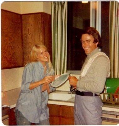 This is Ted Bundy doing the dishes https://t.co/ncKKJYVi73 https://t.co/jcszmmSLSQ