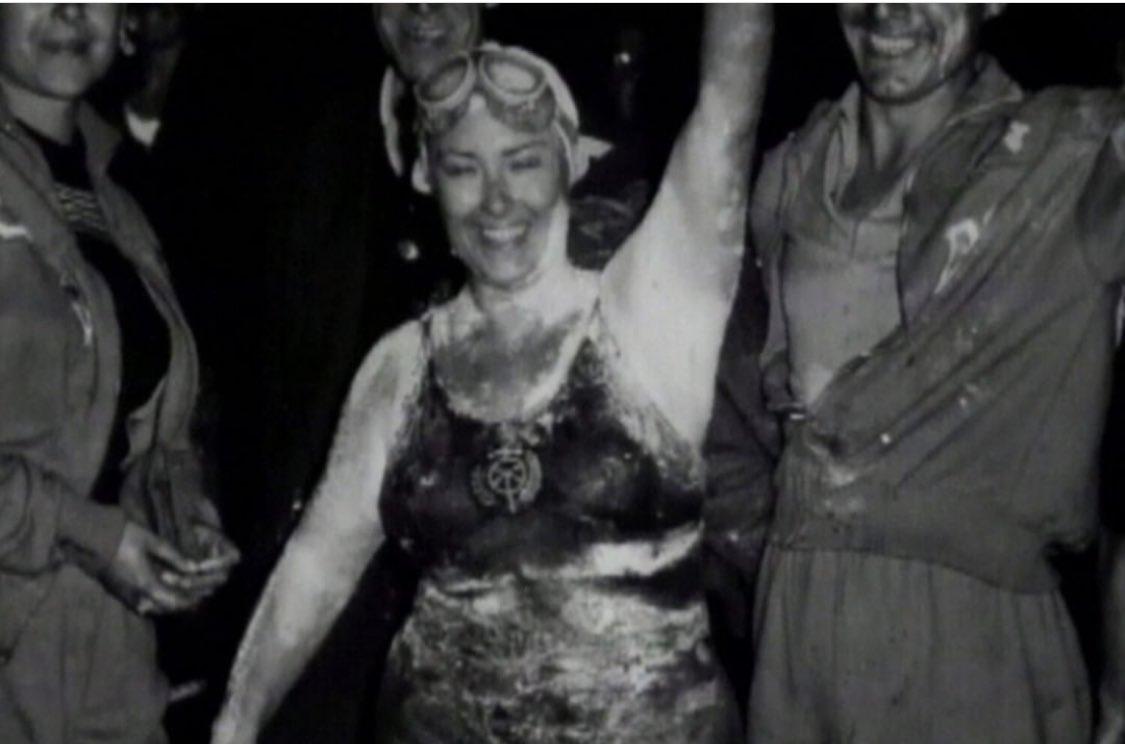 📣 La nadadora 🏊🏼♀️ olotina #MontserratTresserras (29/09/1930-26/11/2018) va aconseguir tal dia com avui, ser la primera persona de l'Estat Espanyol a creuar el canal de la Mànega (de França a Anglaterra) amb un temps de 14h14' @icdones #donaiesport  https://t.co/P2qW8UOi5G https://t.co/lzfN8qREzC