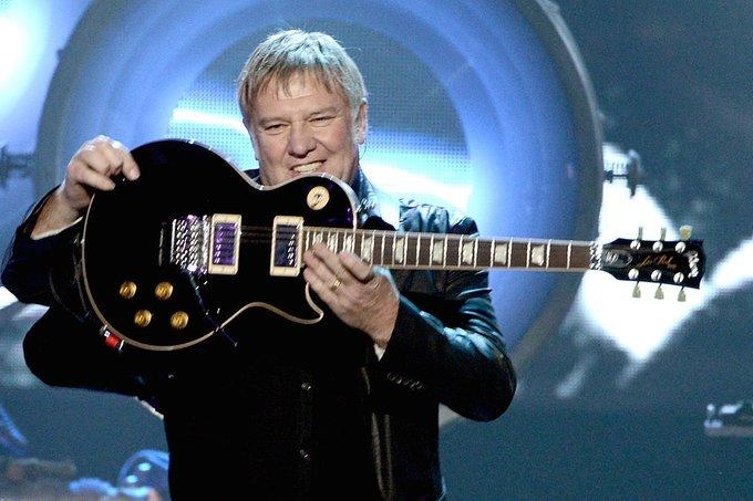 Estruendoso guitarrista de Rush.Happy birthday Alex Lifeson